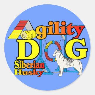 Sticker Rond Agilité de chien de traîneau sibérien