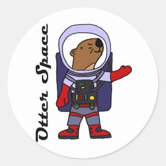 Sticker Rond Astronaute drôle de loutre de mer dans la bande