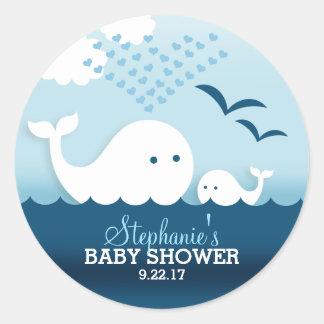 Sticker Rond Baby shower lunatique de baleines (garçon)