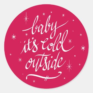 Sticker Rond Bébé c'est extérieur froid en rouge