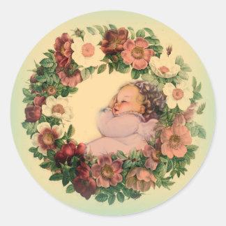 Sticker Rond Bébé de sommeil en guirlande florale