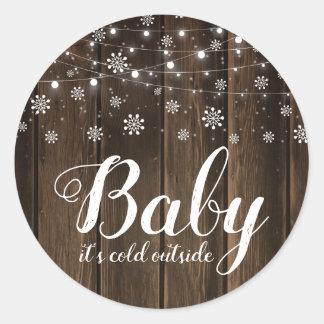 Sticker Rond Bébé rustique c'est baby shower extérieur froid
