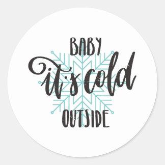 Sticker Rond Bébé son flocon de neige extérieur froid -
