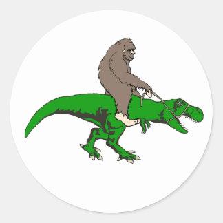 Sticker Rond Bigfoot montant T Rex
