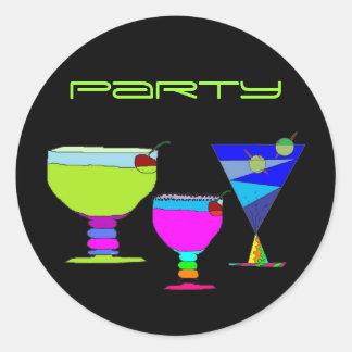Sticker Rond Boissons de néon de partie de cocktails sur