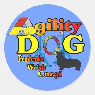 Sticker Rond Cadeaux de chemises d'agilité de corgi de Gallois