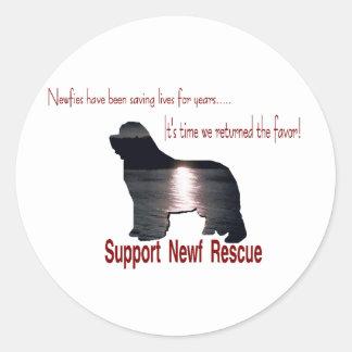 Sticker Rond Cadeaux de chien de Terre-Neuve