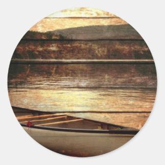Sticker Rond Canoë en bois primitif de Chambre de lac de
