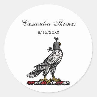 Sticker Rond Capot de port C de casque de faucon héraldique de