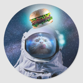 Sticker Rond Chat d'astronaute regardant l'hamburger