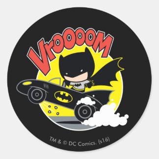 Sticker Rond Chibi Batman dans le Batmobile