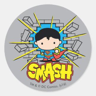 Sticker Rond Chibi Superman heurtant par le mur de briques