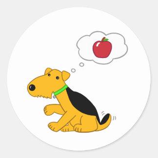 Sticker Rond Chien de Kawaii Airedale Terrier pensant à Apple