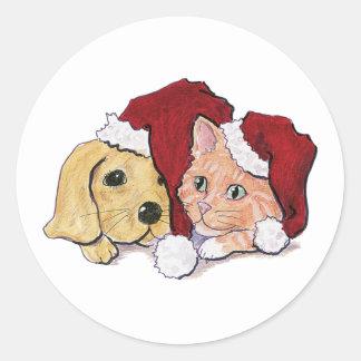 Sticker Rond Chiot mignon de Labrador de Noël et chat tigré