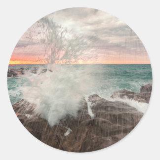 Sticker Rond Coucher du soleil d'une plage rocheuse