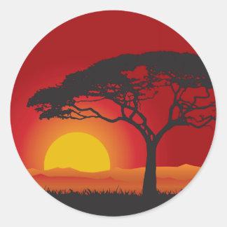 Sticker Rond Coucher du soleil rouge de Briliiant sous l'arbre