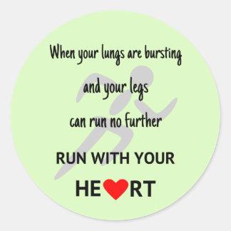 Sticker Rond Courez avec vos sports de motivation de coeur