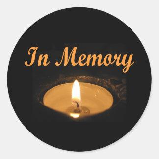Sticker Rond Dans la lueur de bougie de mémoire
