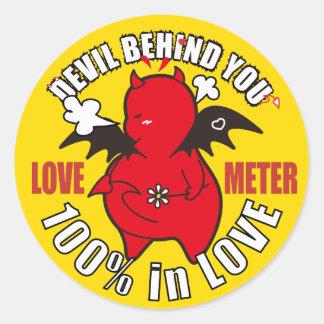 Sticker Rond Diable timide mignon dans l'AMOUR