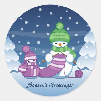 Sticker Rond Écharpe astucieuse de tricot de bonhomme de neige