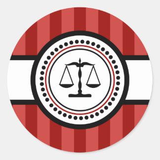 Sticker Rond Échelles d'étiquette de rayures de justice (rouge