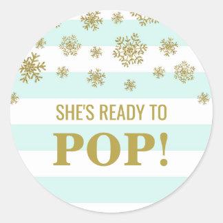 Sticker Rond Elle est prête à sauter la neige d'or de rayures