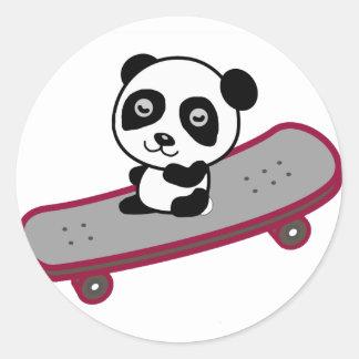 Sticker Rond Équitation de panda sur la planche à roulettes