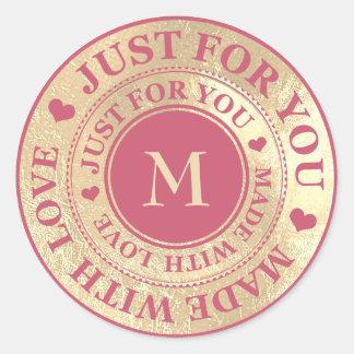Sticker Rond Fait avec le rose de framboise d'or de monogramme