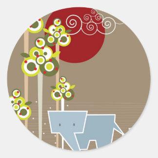 Sticker Rond Famille mignonne lunatique d'éléphant dans des