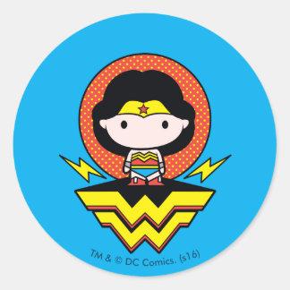 Sticker Rond Femme de merveille de Chibi avec le pois et le