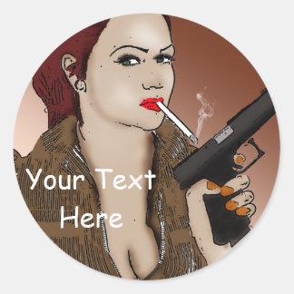 Sticker Rond Femme Fatale - tabagisme et armes à feu