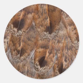 Sticker Rond Fermez-vous des plumes de Brown