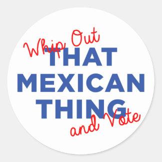 Sticker Rond Fouettez cette chose mexicaine et votez : Hillary