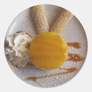 Sticker Rond Gâteau couvert par confiture de crème glacée