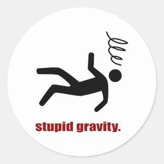 Sticker Rond Gravité stupide - casse-cou drôle de cascadeur