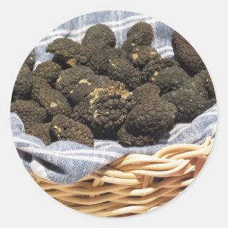 Sticker Rond Groupe de truffes noires chères italiennes
