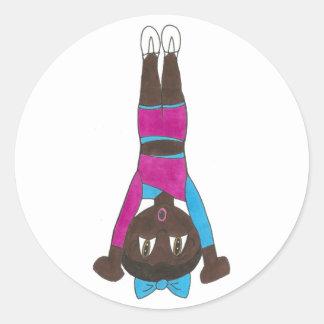 Sticker Rond Gymnaste croulant de danse d'acrobaties d'Acro de