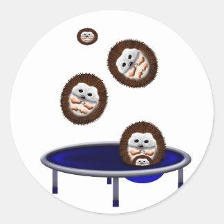 Sticker Rond hérissons trampolining mignons
