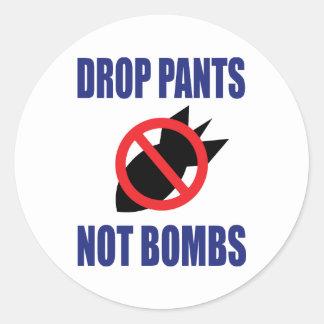 Sticker Rond La baisse halète pas des bombes - anti slogan