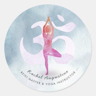 Sticker Rond La pose OM de méditation d'aquarelle d'instructeur