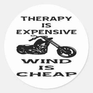 Sticker Rond La thérapie est cycliste cher que le vent est bon