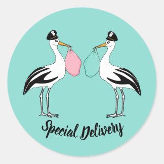 Sticker Rond Le bébé de cigogne de la livraison spéciale