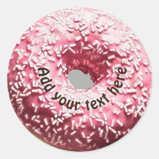 Sticker Rond Le beignet réaliste avec le givrage rose et arrose
