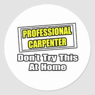 Sticker Rond Le charpentier professionnel… n'essayent pas ceci