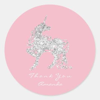 Sticker Rond Le cheval argenté de licorne tient le premier rôle