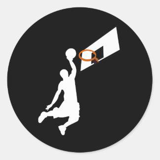 Sticker Rond Le claquement trempent le joueur de basket -