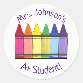 Sticker Rond Le crayon d'arc-en-ciel a personnalisé A+