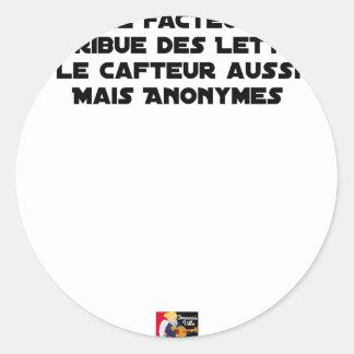 STICKER ROND LE FACTEUR DISTRIBUE DES LETTRES, LE CAFTEUR AUSSI