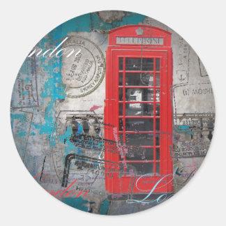 Sticker Rond le passeport emboutit la cabine téléphonique rouge