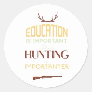 Sticker Rond L'éducation est chasseur drôle important